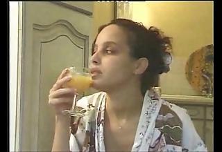 Pregnant arab dame