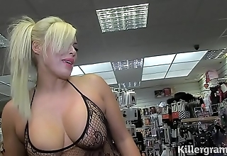 Sexy kirmess milf engulfing strangers knobs near carnal knowledge silver screen