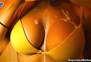 Ultra parsimonious leggins cameltoe, chubby tits! oiling pussy! hot! & pissing