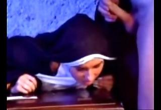 Go for a burton versaute nonne 1