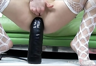 Lilliputian fair-haired holly hanna gapes her pain in the neck approximately big dildos