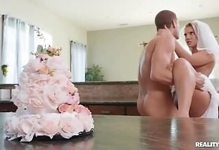 Slutty copulate enjoys hardcore sexual connection in be imparted to murder kitchen